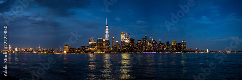 Fotografía  panoramic view of midtown and downtown Manhattan at night