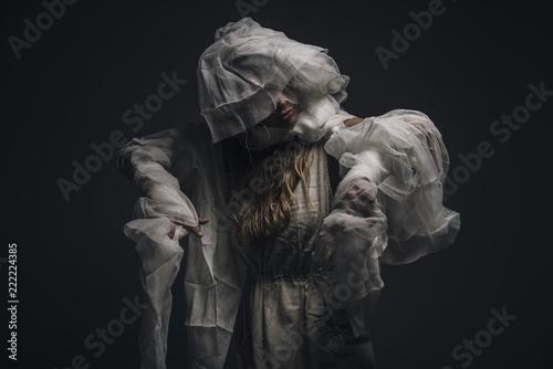Foto  Undead mummy woman roaming in the dark