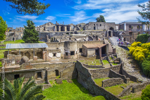 Carta da parati Panoramic view of the ancient city of Pompeii with houses and streets