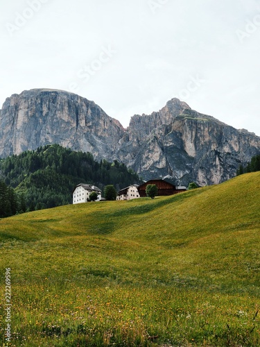 Photo  A picturesque panorama in the Dolomites