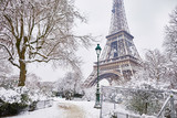 Fototapeta Fototapety Paryż - Scenic view to the Eiffel tower on a day with heavy snow