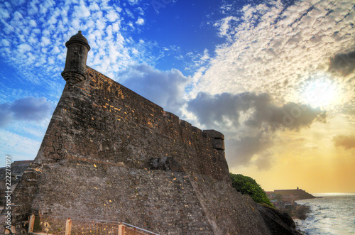 Fotografija Beautiful view of the large outer wall with sentry box of fort San Cristobal in