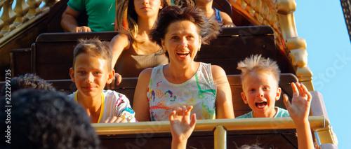 Cadres-photo bureau Attraction parc emotional portraits of people park attractions.