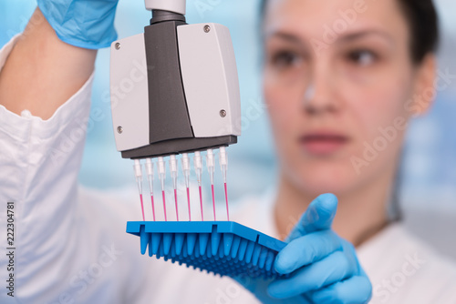 Fotografia  Young woman with genetic research in the laboratory research of cancer diseases