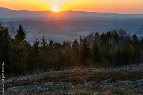 Foto op Aluminium Nachtblauw Spring sunset mountain countryside view