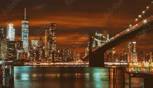 Spoed Foto op Canvas New York City Brooklyn Bridge and Manhattan at sunset, New York