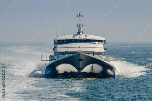 Fototapeta Passenger ferry on the Thames River approaching New London Harbor, Connecticut