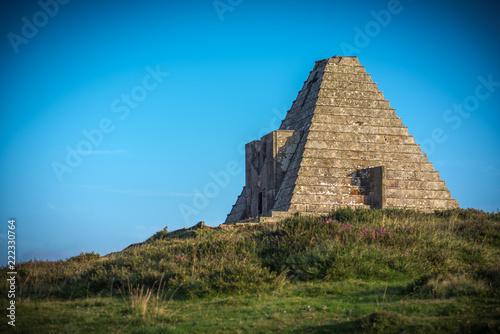Fotografie, Obraz  Pirámide monumento a los Italianos muertos en España