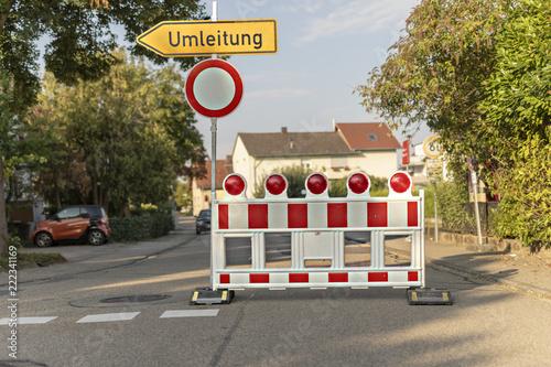 Baustelle barrikade mit hinweiss zur Umleitung Fototapete