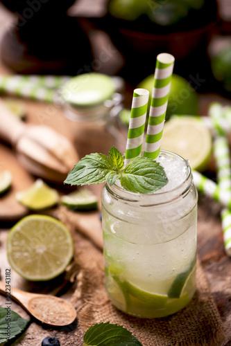 Foto op Plexiglas Cocktail Caipirinha cocktail on wooden table