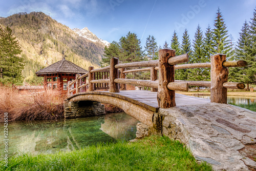 Photo Little wooden house with a bridge in Gressoney