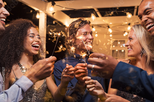 Canvas Print Friends celebrating new year's eve