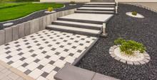 Vorgarten Mit Außentreppe Aus Fertigbetonteilen Betonpflaster Betonstelen - Front Garden With External Staircase Made Of Prefabricated Concrete Parts Concrete Paving Concrete Paving Concrete Stelae