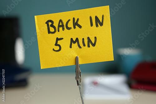 Fotomural  Back in 5 min