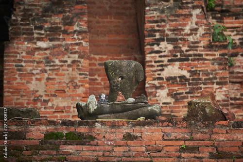 Tuinposter Boeddha Old Buddha statue at Ayutthaya historical park