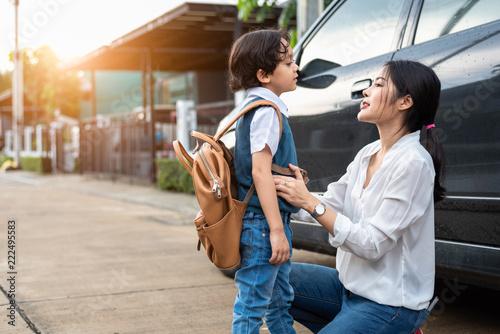 Fotografia, Obraz  Mother preparing to send her children back to school at car in morning