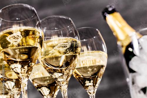 Champagner Glässer mit Flaschenkühler