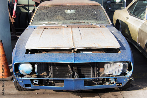 Keuken foto achterwand Vintage cars A view of classic vintage damaged American car in a garage