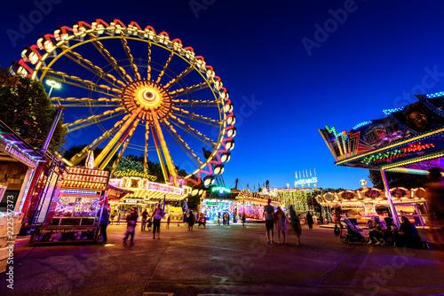 Foto op Plexiglas Amusementspark Riesenrad Rummelplatz bei Nacht