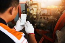 Hand Technician Uses Smart Pho...