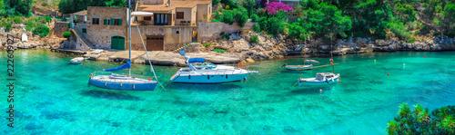 Photo sur Aluminium Vert corail Sommer Urlaub Reise Mallorca Meer Bucht Boote Mittelmeer Landschaft Insel Spanien