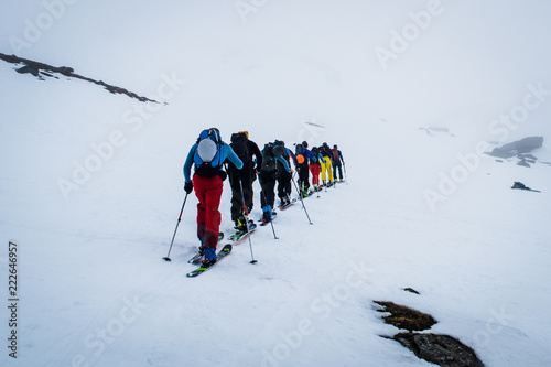 Photo backcountry skiers ascending