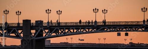 Vue sur le Pont saint Pierre lors du coucher de soleil à Toulouse sur la Garonne