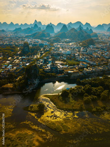 Staande foto Asia land Li river and stunning karst mountains in Guilin China