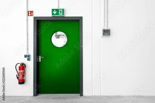 Fluchtweg grüne Tür Notausgang Canvas-taulu