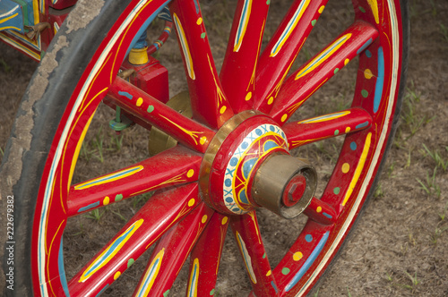 Photo  Painted Gypsy caravan wagon wheel