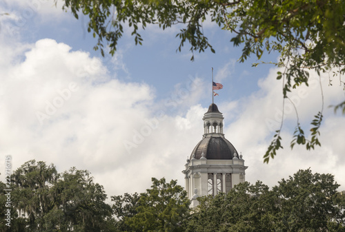 Fototapeta The Capitol building in downtown Tallahassee Florida undergoes a renovation but still looks good