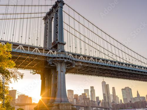 obraz dibond New York City downtown skyline sunset Manhattan bridge