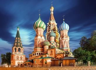 Moskva, Rusija - Pogled na crveni trg katedrale sv. Bazilija noću, nitko