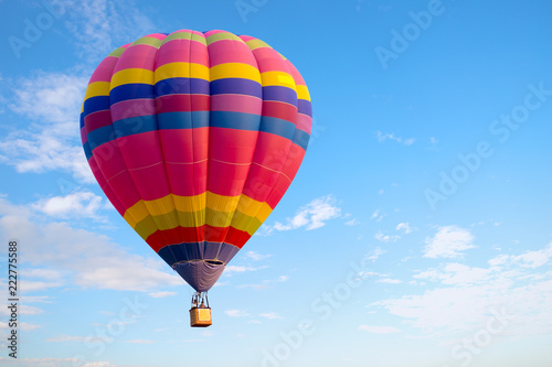 Montgolfière / Dirigeable Colorful hot air balloon flying on sky. travel and air transportation concept. balloon carnival in Thailand