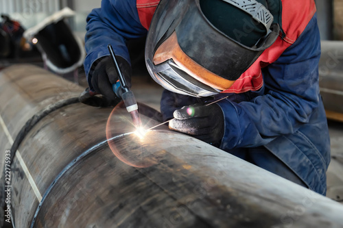Photo Welding control sample from a pipe of small diameter for proficiency testing by