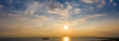 canvas print picture - Panorama eines Sonnenuntergang Himmels über dem Meer mit leichter Bewölkung