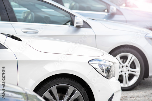 Poster Glisse hiver Autos in einer Reihe, Neuwagen, Gebrauchtwagen