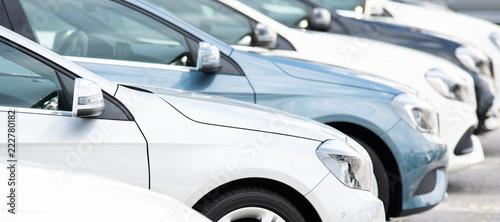 Fototapeta Autos in einer Reihe, Neuwagen, Gebrauchtwagen  obraz