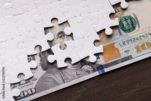 Cuadros en Lienzo American dollar hidden under puzzle pieces