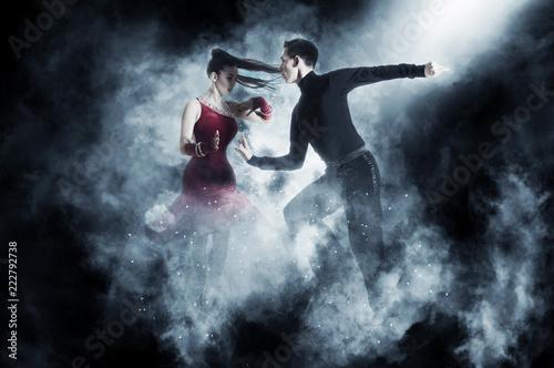 Foto op Aluminium Dance School Pair of dancers dancing ballroom