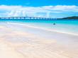 東洋一のビーチで戯れる親子