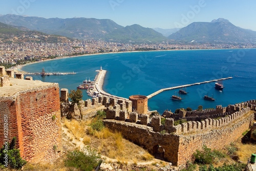 Foto  The old fortress and the harbor of Alanya.
