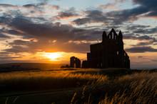 Whitby Abbey Mit Sonnenuntergang Und Abendstimmung, North Yorkshire, England