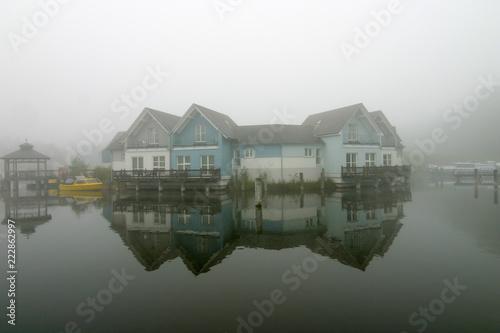 Nebel über dem Feriendorf Canvas Print