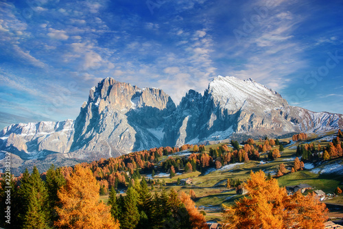 Foto auf AluDibond Gebirge the mountain autumn landscape with colorful forest