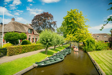 Beautiful Canal View And Traditional House Of Giethoorn