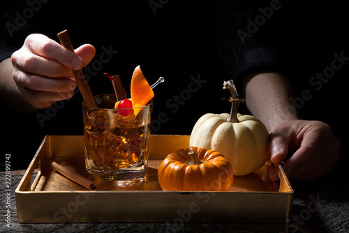 Foto op Canvas Cocktail Fall Drinks in Bar - Old Fashioned Whiskey Cocktail