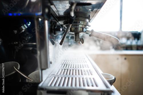 Fotografía coffee machine in a bar close up.