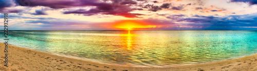 Poster Melon Seaview at sunset. Amazing landscape. Beautiful beach panorama