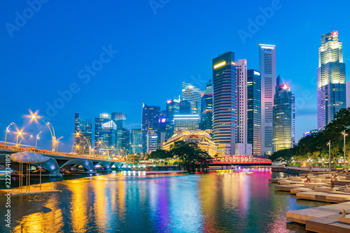 Poster Stad gebouw Singapore financial district skyline at Marina bay on twilight time, Singapore city, South east asia.